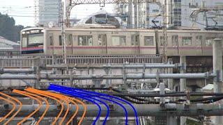 日暮里駅を出発してJR線群を立体交差でまたいでいく京成本線上り3000形