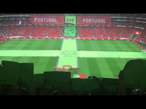 Arrepiante: Estádio da Luz canta hino nacional