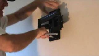 Mounting a tv wall bracket