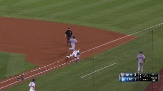 NYM@LAD: Bellinger uses slick footwork for the out