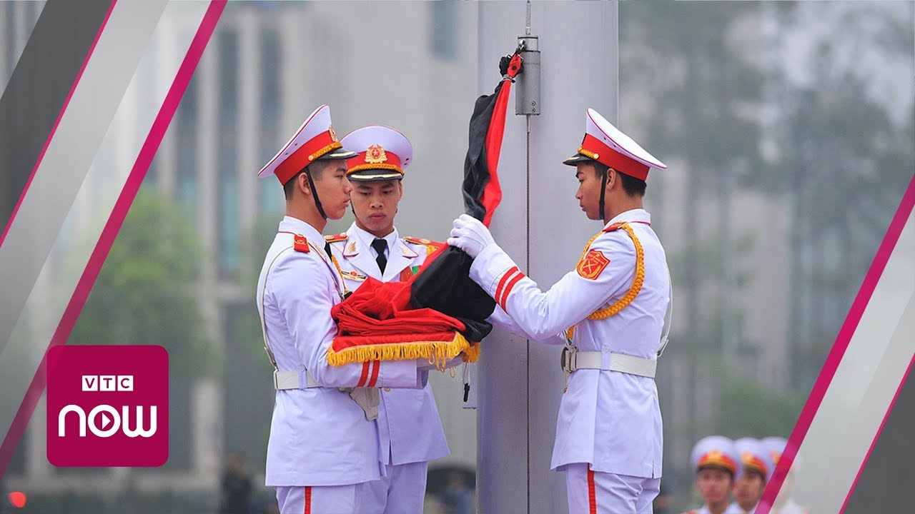 Treo cờ rủ quốc tang nguyên Chủ tịch nước Lê Đức Anh | VTC Now