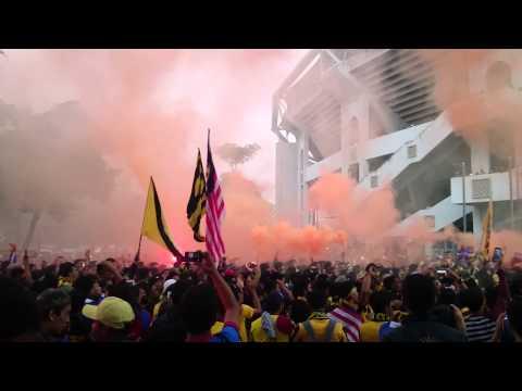 Ultras Malaya - berarak ke stadium