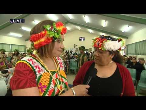 Marama T-Pole speaks with Fala Haulagi at Tuvalu Indepdence Celebrations 2014