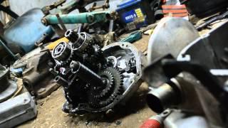 Teskari bilan Ural mototsikl ishlab gearbox hamda Disassembly.