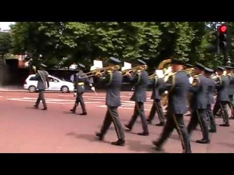 guard of honour speech A guard of honour , guard of honor , also honour guard , honor guard , also ceremonial guard, is a guard, usually military in nature, appointed to receive or.