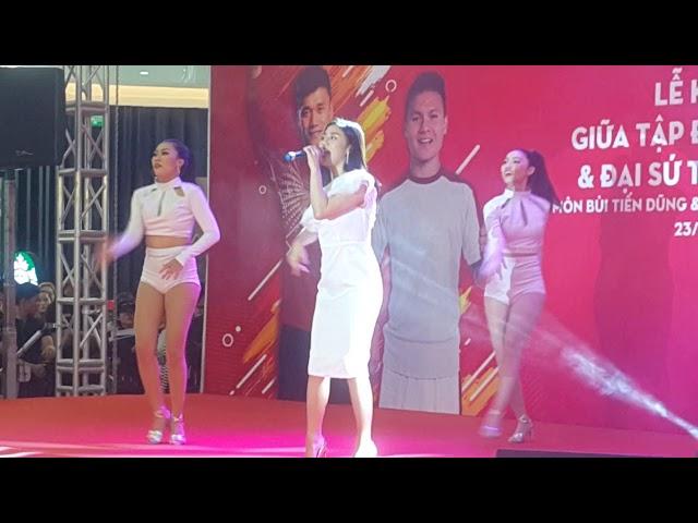 Mona Lisa - Văn Mai Hương giao lưu Bùi Tiến Dũng, Quang Hải U23 cùng Kido ở Vạn Hạnh Mall
