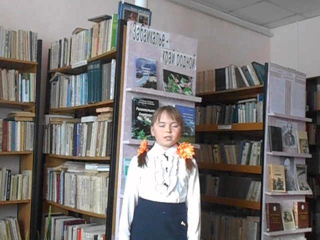 Изображение предпросмотра прочтения – КристинаЗуева читает произведение «Свинья под дубом» И.А.Крылова
