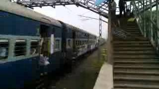 RAJDHANI EXPRESS TRAIN COMING IN PLATFORM