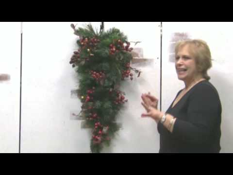 Christmas Door Decor--Decorate A Swag