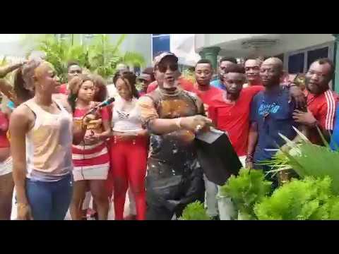 Fally ipupa offre un cadeau a koffi Olomide