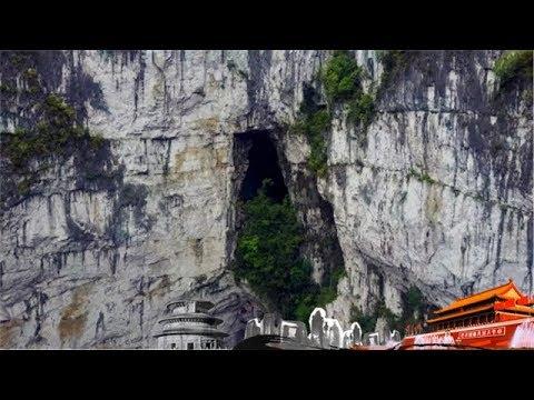《地理中国》 天坑秘境·天坑秘洞 古老习俗背后 暗藏多少地理玄机 20180806 | CCTV科教