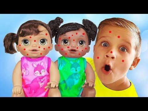 Roma juega con Alive Baby Dolls