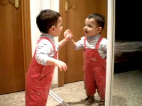 Xavier mirandose en el espejo youtube for Espejo que se abre