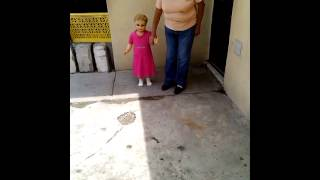muñeca camina con su dueña ..... thumbnail