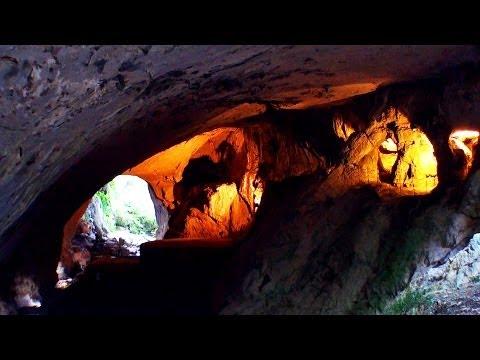 Zugarramurdi / Cueva de brujas donde hacían akelarres / aquelarres / brujería /  Sorgin Leze