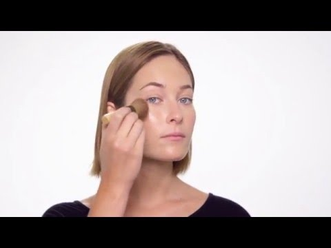 How-to: Apply PurePressed Base Mineral Foundation