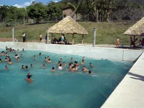 Nejapa piscina con olas polideportivo youtube for Piscina polideportivo