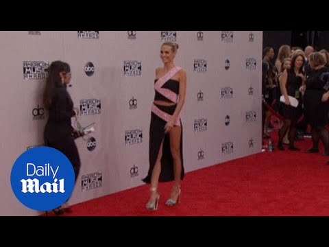 LEGGY Heidi Klum Looked Delighted To Be At The 2014 AMAs - Daily Mail