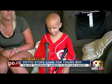 Joey Votto stops game for young fan with cancer