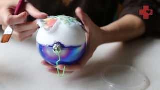 Милосердное рукоделие: декупаж на елочном шаре