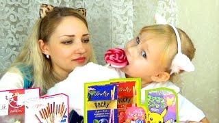 ВКУСНЯШКИ из Японии Алиса пробует с мамой конфеты сладкие палочки и леденцы