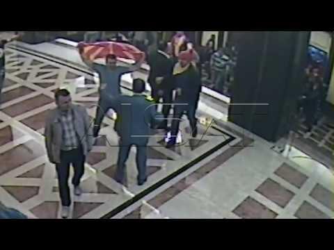 Ексклузивно видео; пратеници на ВМРО-ДПМНЕ ги отвараат вратите во Собранието