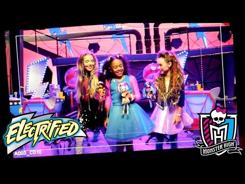 A Behind The Scenes Look At A Monster Makeover Salon | Electrified | Monster High