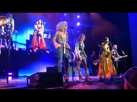 "Little Big Town and Miranda Lambert sing ""Girl Crush"" live on the Bandwagon Tour"