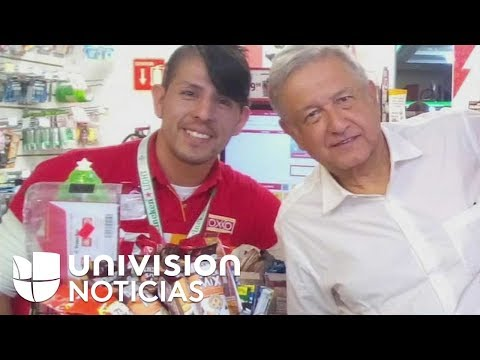 Andrés Manuel López Obrador entra a una tienda sin escoltas y se prepara su propio café