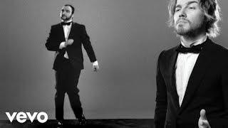 Julien Doré - Les limites (Julien chante / le Barbu danse) (Clip officiel)