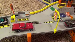 Hot Wheels World Highway Police Chase Playtrack with Launchers Break-Away Road