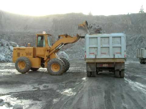dresser 515B loading armor rock