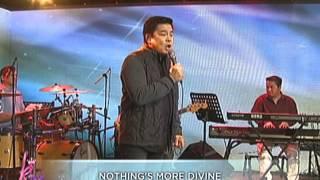 Martin Nievera sings