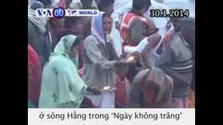 Người Hindu gột sạch tội lỗi bản thân trong 'Ngày không trăng' (VOA60)