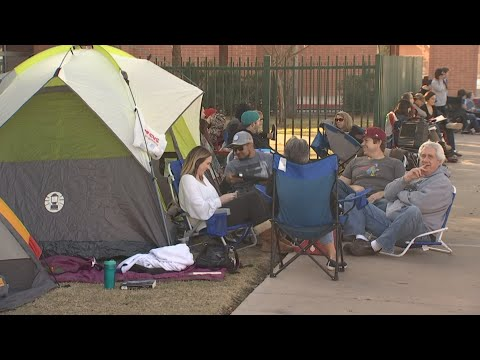 Parents line up at Sunnyslope High School