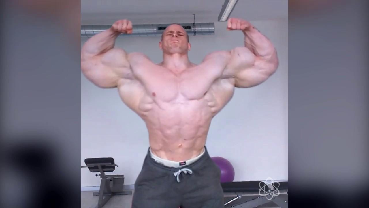 Hunk muscle flexing