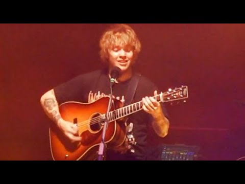 """Download Billy Strings nods to Jerry Garcia, """"Loser"""" 8/6/21, New Haven, CT"""