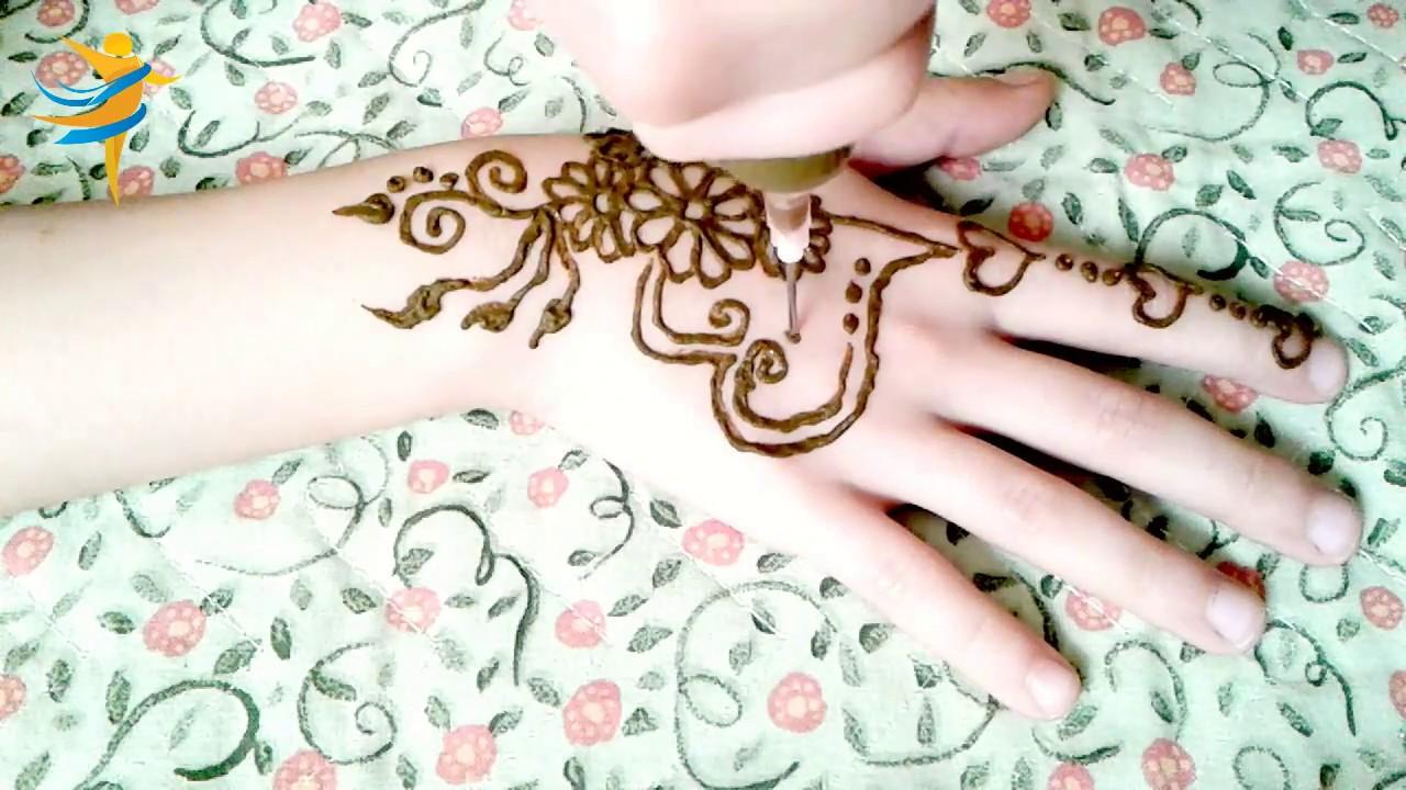 3 نقوش بنوتات لصباحية العيد للفرحة نقش حناء للاطفال رأيكم مين فيهم احلى فرحة الاطفال بالعيد لا تعادلها فرحة و نق Simple Mehndi Designs Mehndi Simple Hand Henna