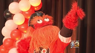 Gritty The Mascot Draws Mixed Reactions From Flyers Fans
