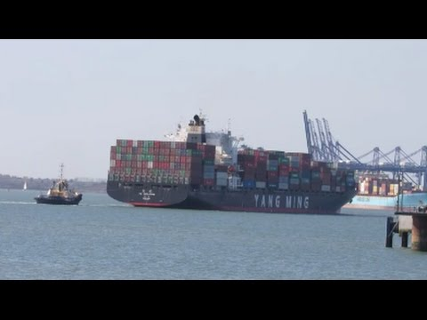 YM Evolution 1st call to Felixstowe, port swing with Svitzer Kent for Berth 5   6TH April 2017
