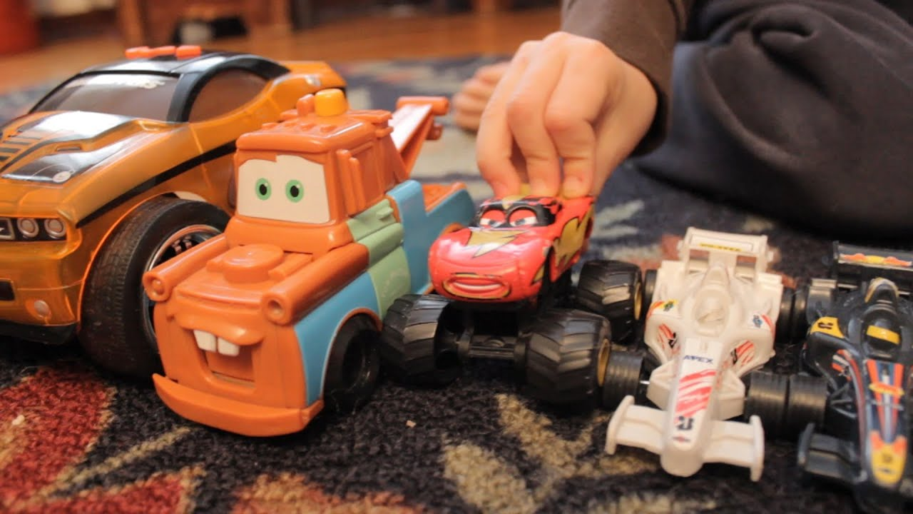 CARS 2 TOW MATER toys kids playing fun LIGHTNING MCQUEEN Disney
