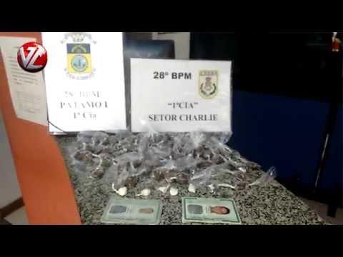 Dupla detida com 79 trouxinhas de maconha