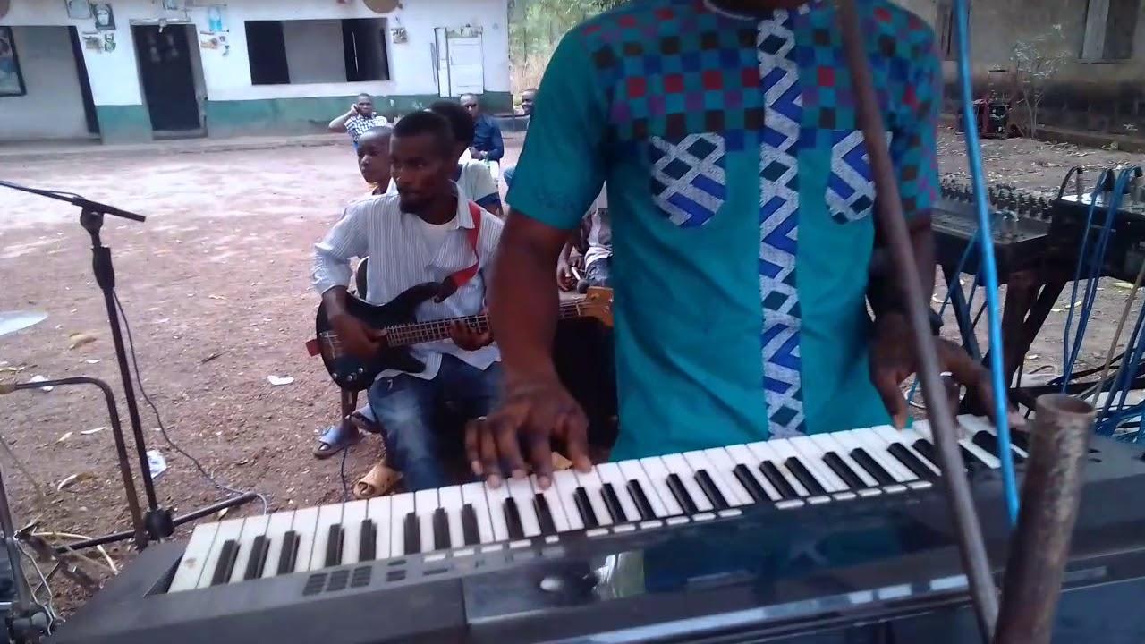 Download King Sewa trilling the crowd at Amechi. *Mmuonso*