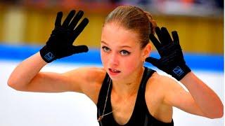Александра Трусова официально перешла к новому тренеру