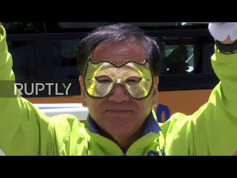 South Korea: Masked presidential hopeful campaigns against lack of media attention