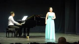 """Must the winter come so soon?"" Pilar Belaval, mezzosoprano. Omar Sánchez, piano."