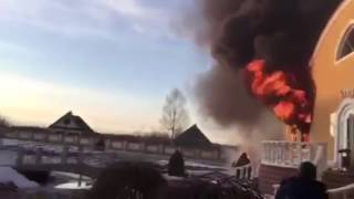"""Отдыхающие """"Барской Усадьбы"""" помогали спасать животных, а тушили пожар водой из бассейна"""