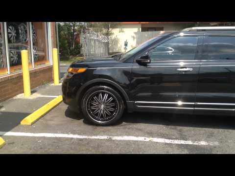 2014 Ford Explorer Rolling out of Rimtyme of Charlotte on a set of 22'' Cavallo R78