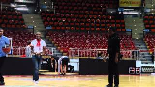 Usain Bolt - dunking and shooting around after BBL-Playoffgame