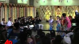 Raw Video: Obama Dances With Indian Children
